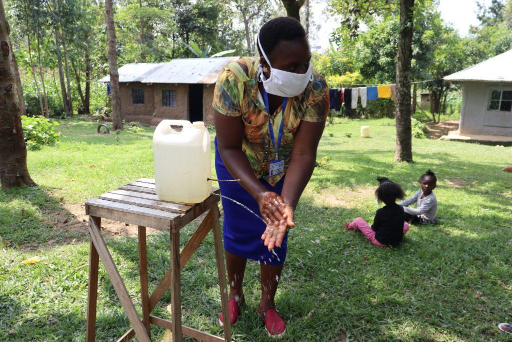 The Water Project : covid19-kenya18148-leaky-tin-handwashing