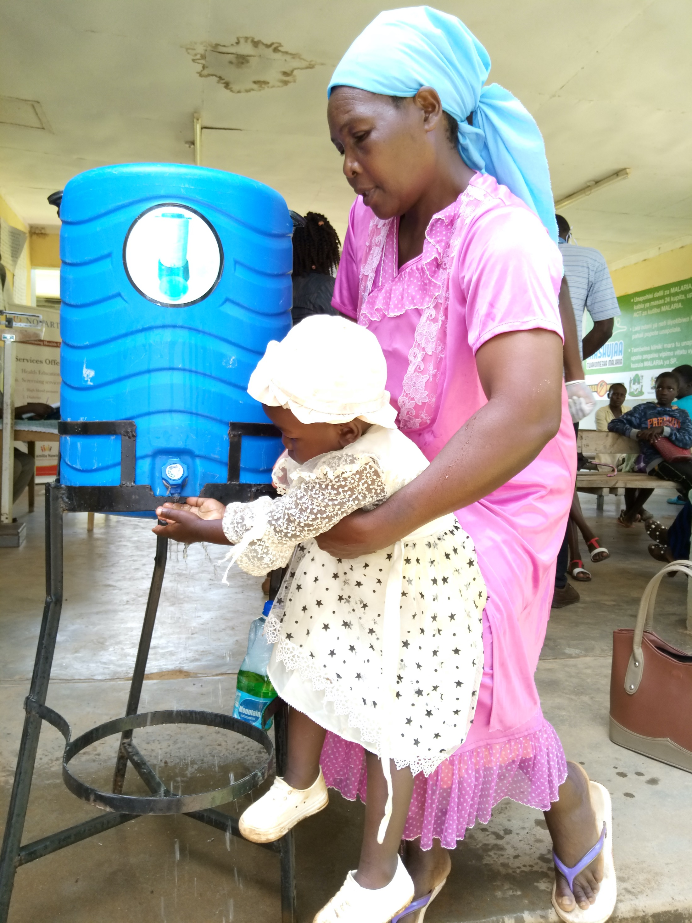 The Water Project : covid19-kenya400-mother-lifts-daughter-to-wash-her-hands