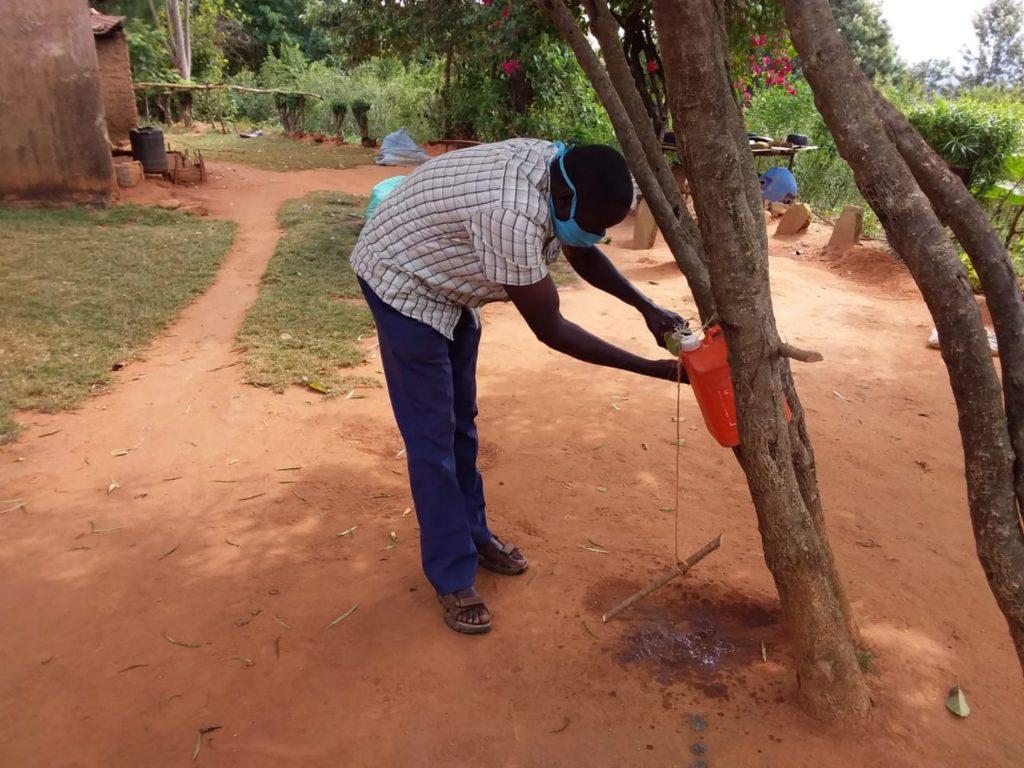 The Water Project : covid19-kenya4315-handwashing