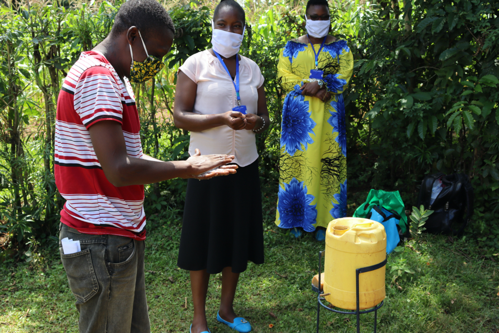 Handwashing demonstration in Kenya