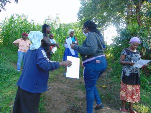 The Water Project:  Ms Patience Njeri Issuing The Handouts