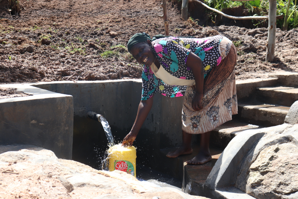 The Water Project : kenya20164-collecting-water-2