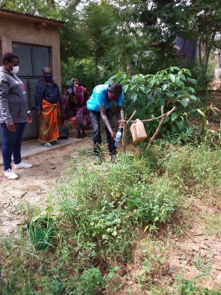 The Water Project : kenya4026-covid19-handwashing-2