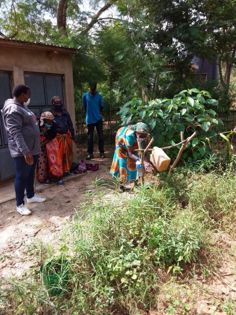 The Water Project : kenya4026-covid19-handwashing-3