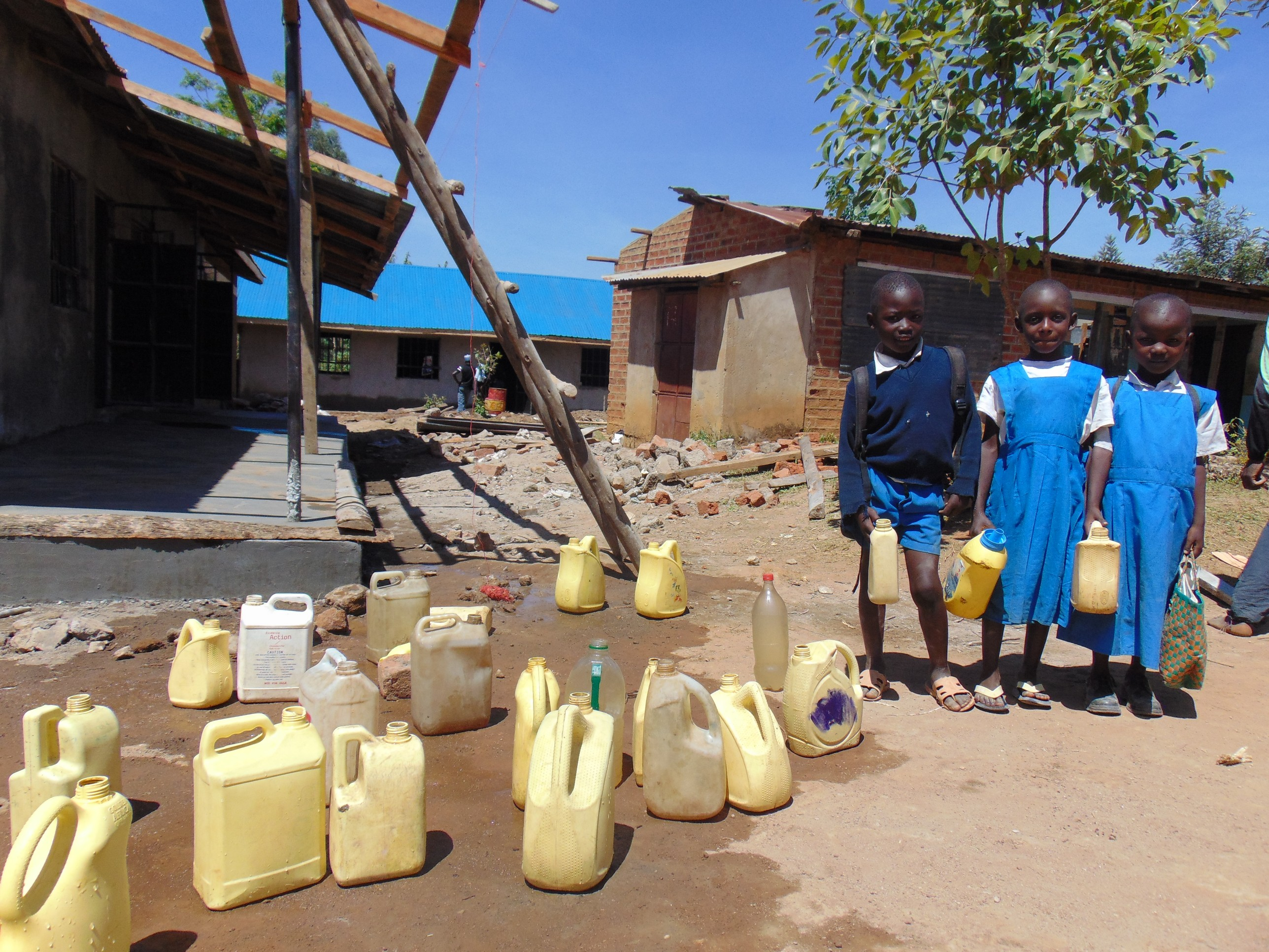 The Water Project : 20-kenya20102-pupils-with-water-containers-at-central-dropoff-point