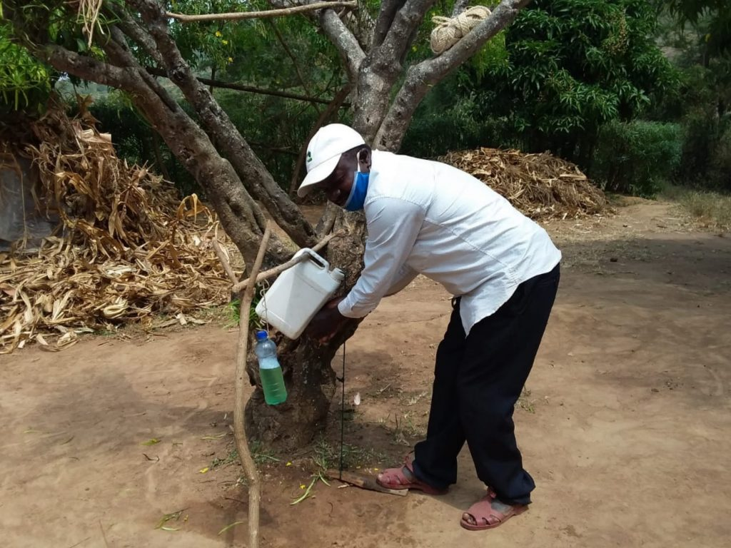 The Water Project : covid19-kenya4782-sebastian-mumo-handwashing-2