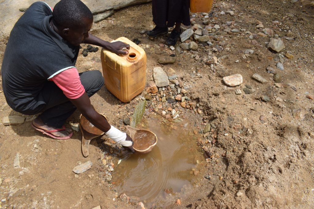 The Water Project : kenya20324-fetching-water-2