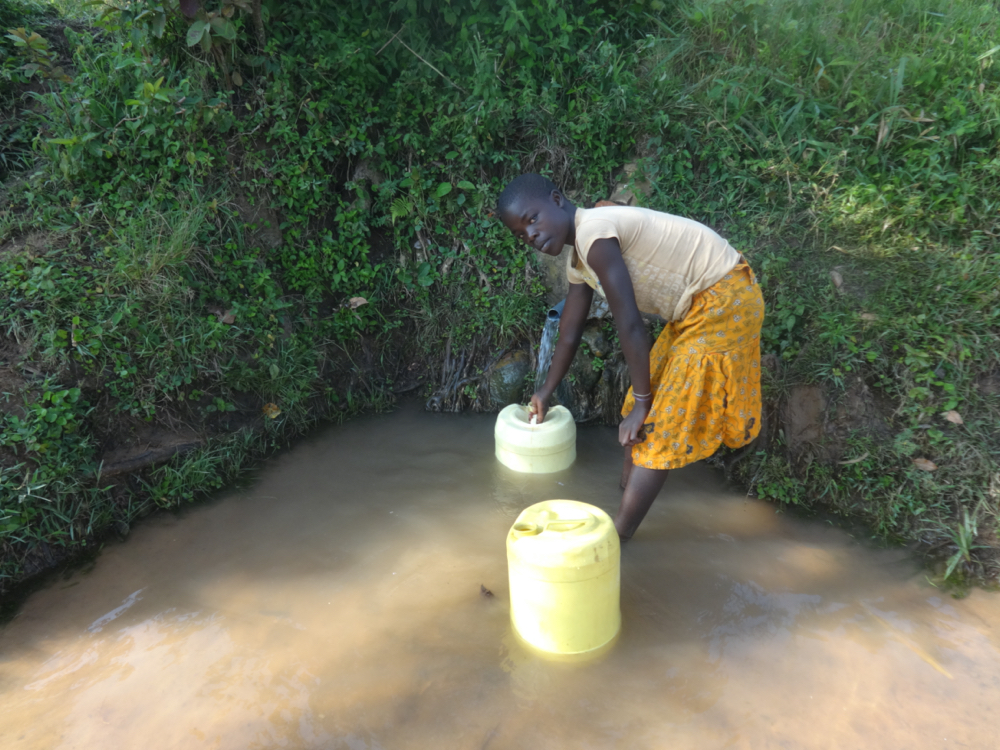 The Water Project : kenya20184-collecting-water-4
