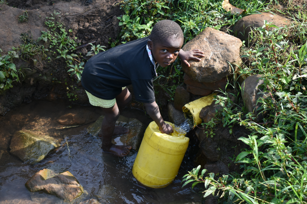 The Water Project : kenya20181-collecting-water-4