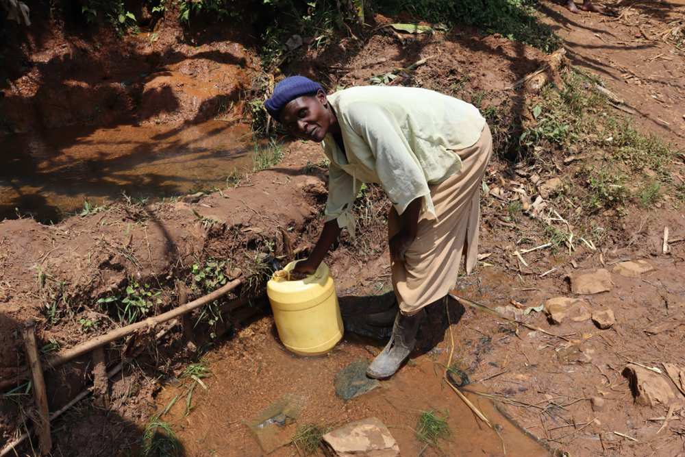 The Water Project : kenya20226-collecting-water-2