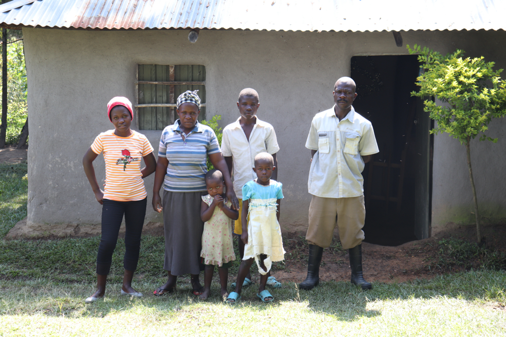 The Water Project : covid19-kenya19128-the-dex-family-at-home