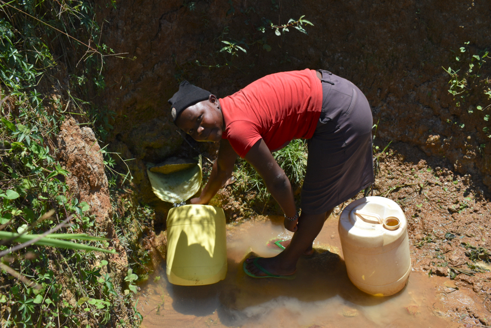 The Water Project : kenya21067-collecting-water-2