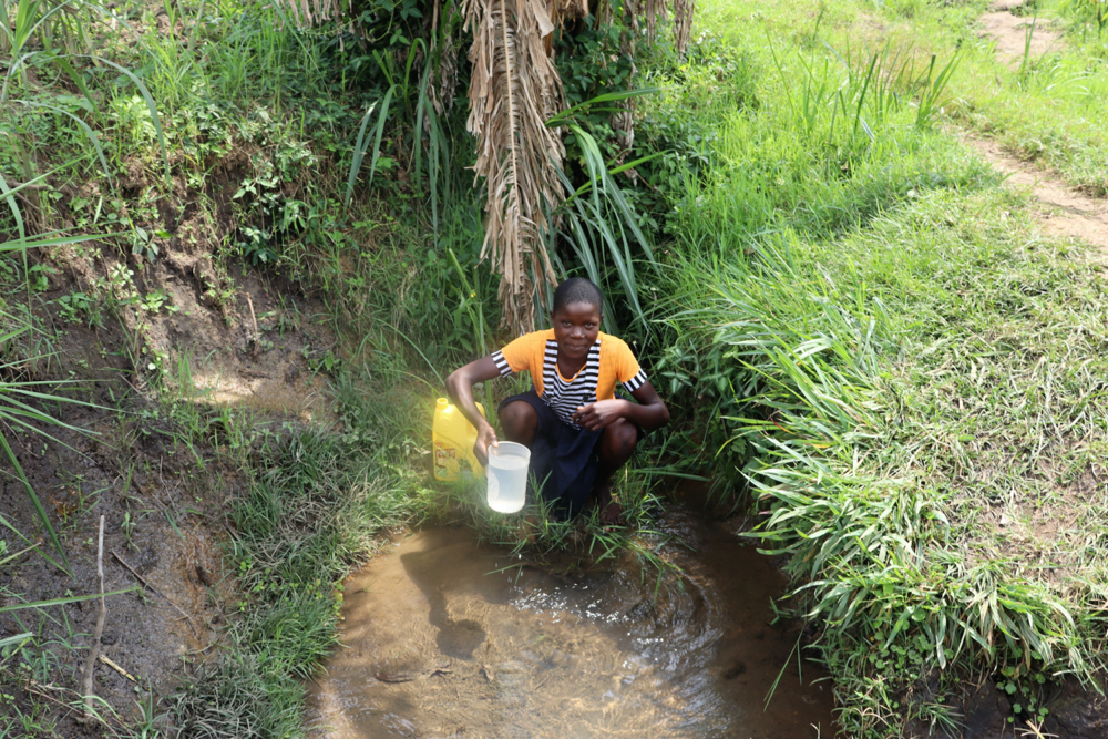 The Water Project : kenya20234-esther-collecting-water-3