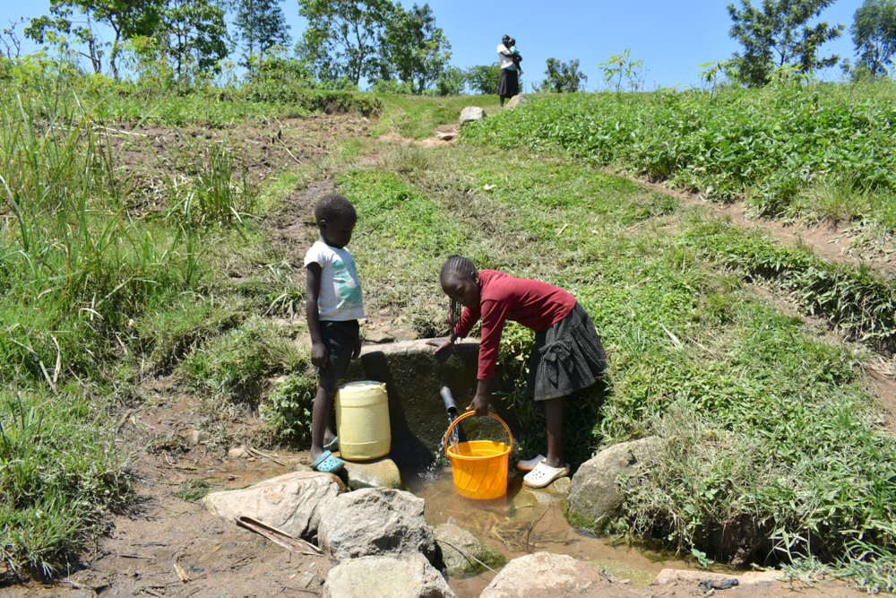 The Water Project : kenya21005-collecting-water-2