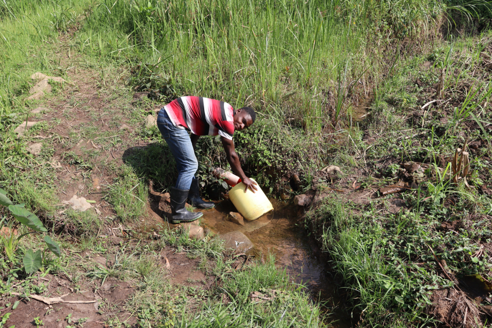 The Water Project : kenya21057-collecting-water-2