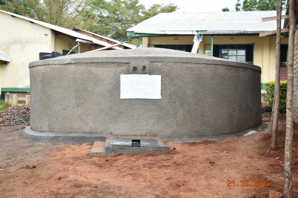 The Water Project : kenya20007-the-new-rain-tank