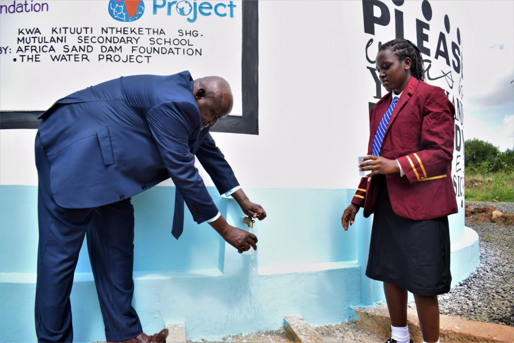 The Water Project : kenya20350-collecting-water-at-the-new-tank