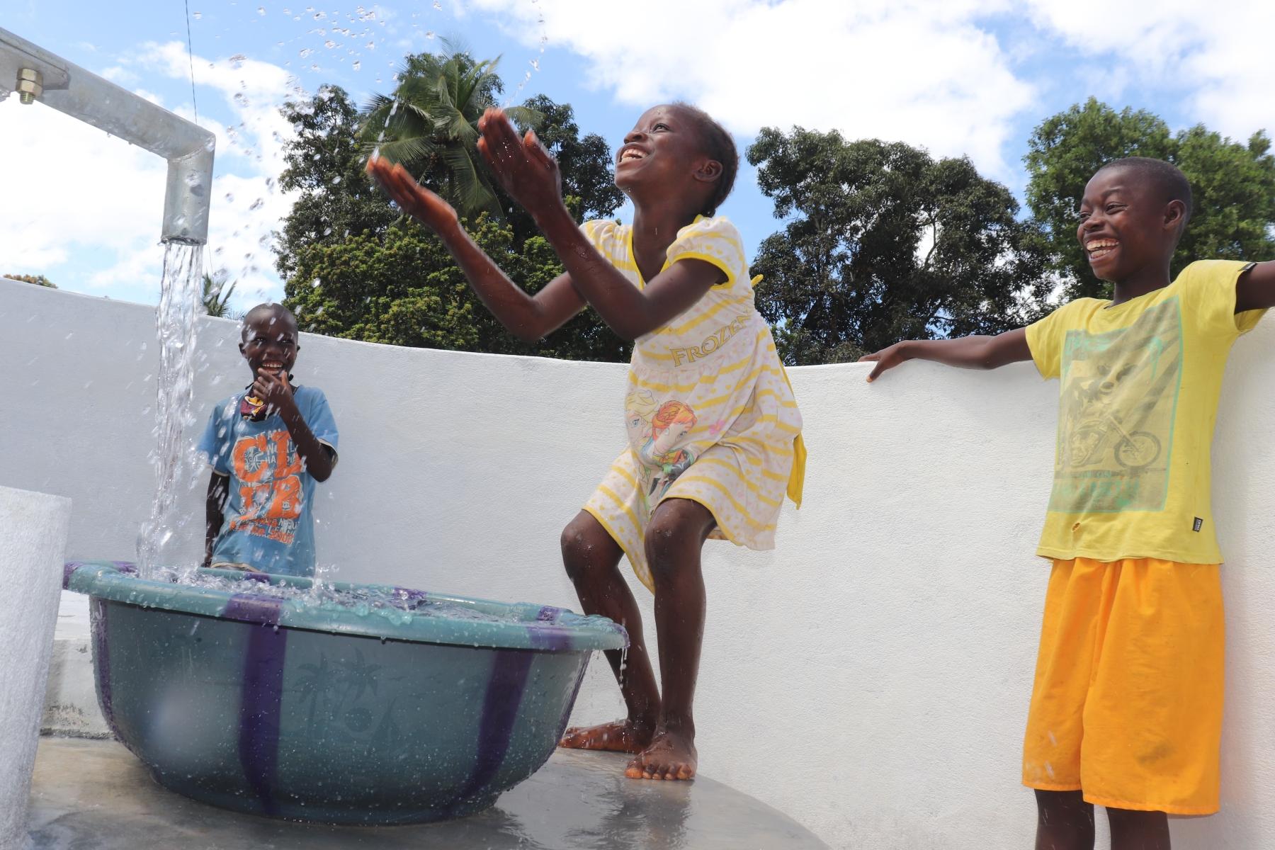 The Water Project : sierraleone20427-kids-celebrating-and-splashing-1