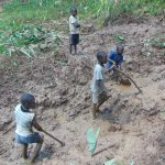 The Water Project: Indulusia Community, Yakobo Spring -  Kids Help Excavate