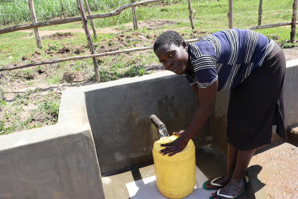 The Water Project : kenya20196-collecting-water-4