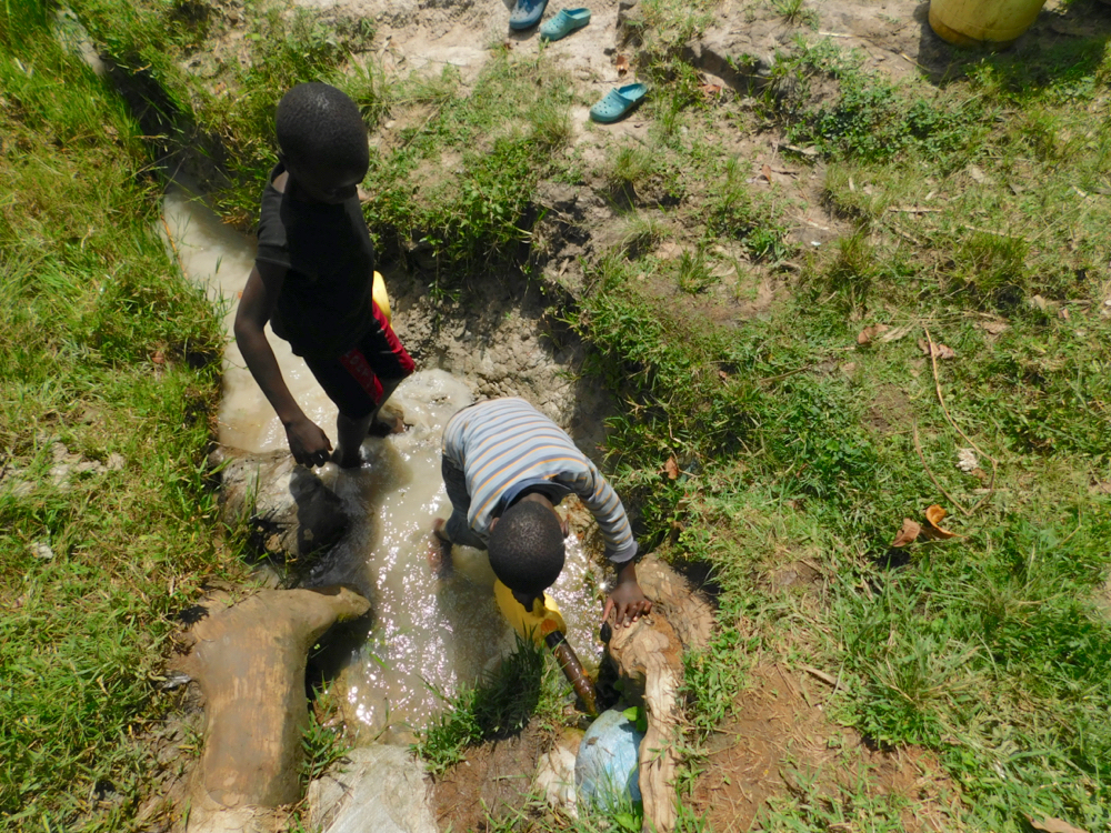 The Water Project : kenya21026-collecting-water-1