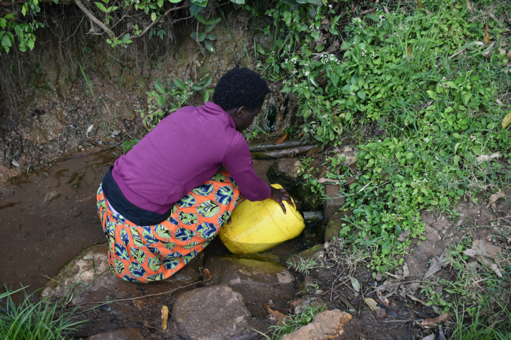 The Water Project : kenya21052-collecting-water-2