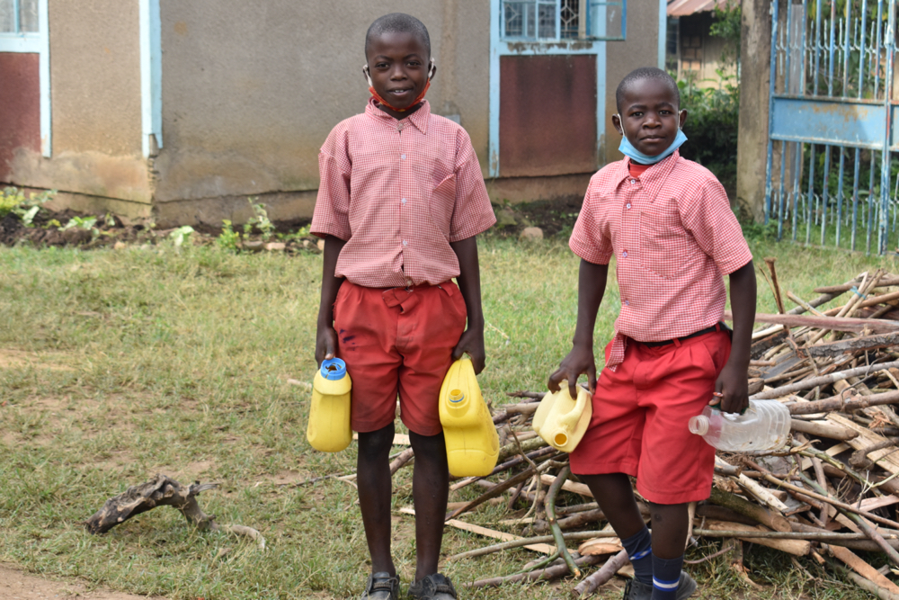 The Water Project : 29-kenya21202-carrying-water-3