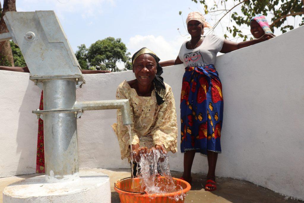 The Water Project : sierraleone20414-woman-splashing-water