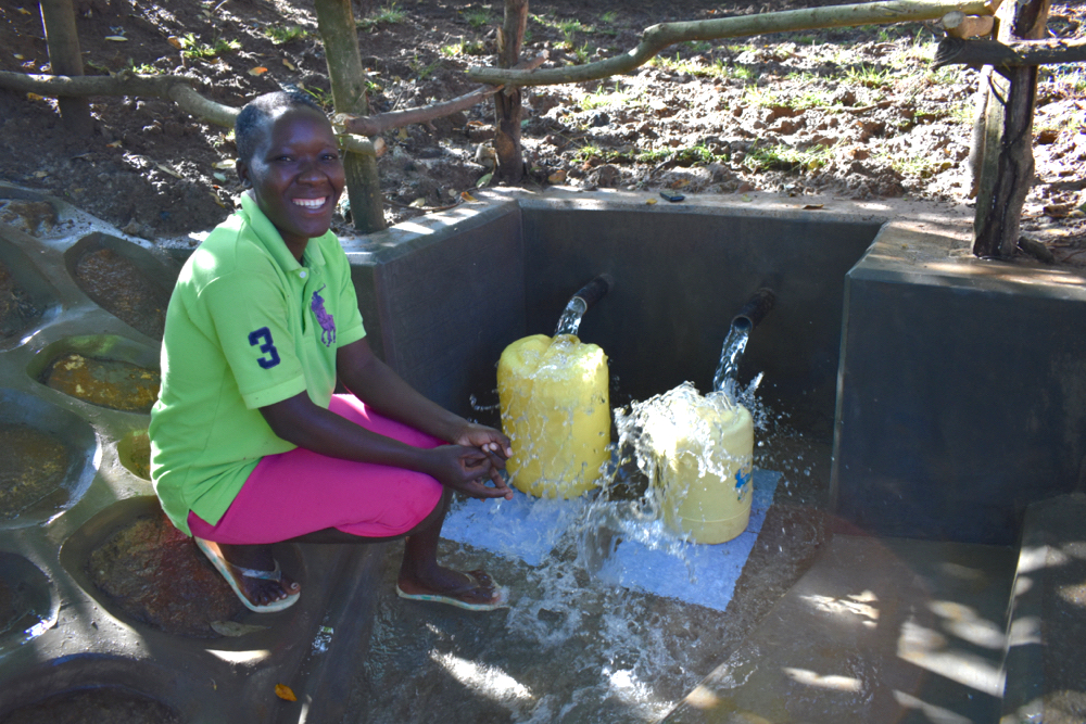 The Water Project : kenya20176-redepmta-at-the-spring-5
