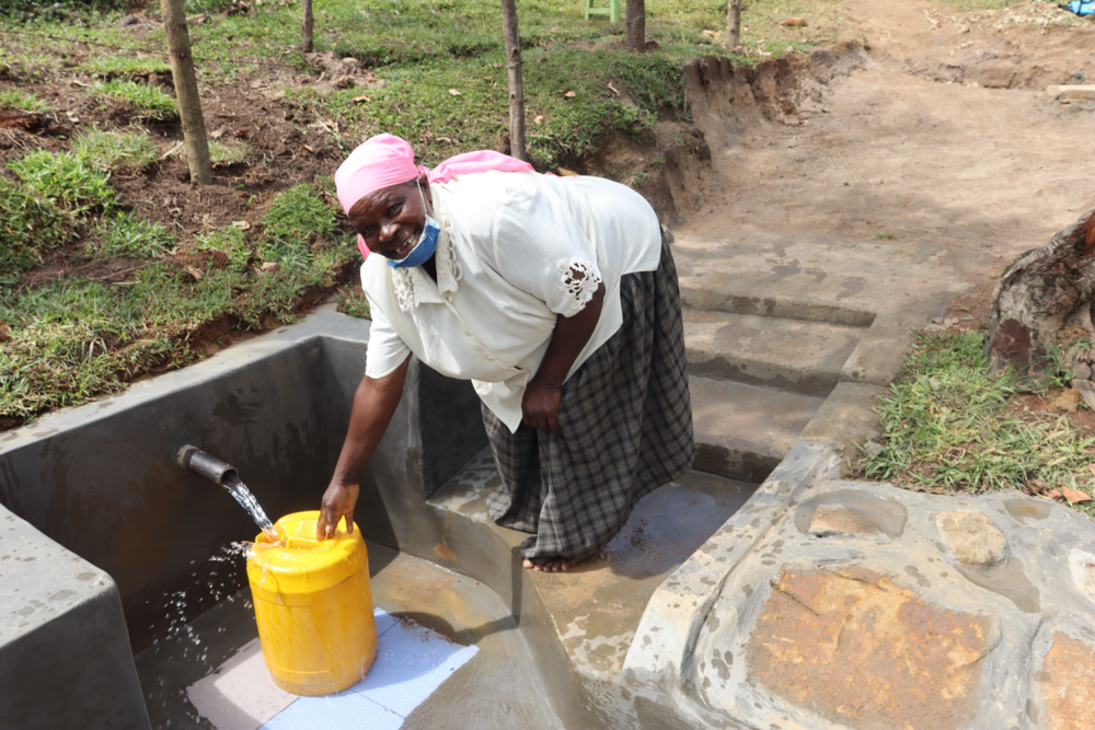 The Water Project : kenya20184-collecting-water-2-2
