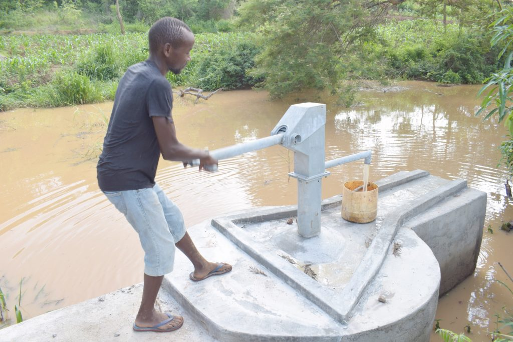 The Water Project : kenya20311-pumping-the-well