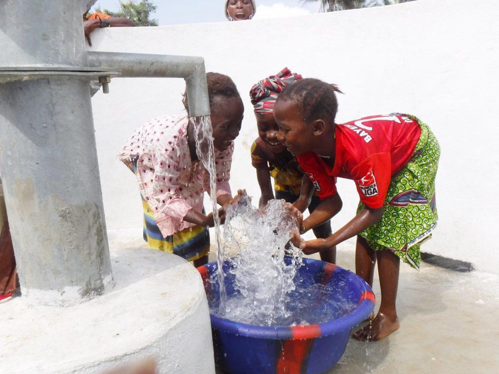 The Water Project : sierraleone20439-kids-celebrating-clean-water