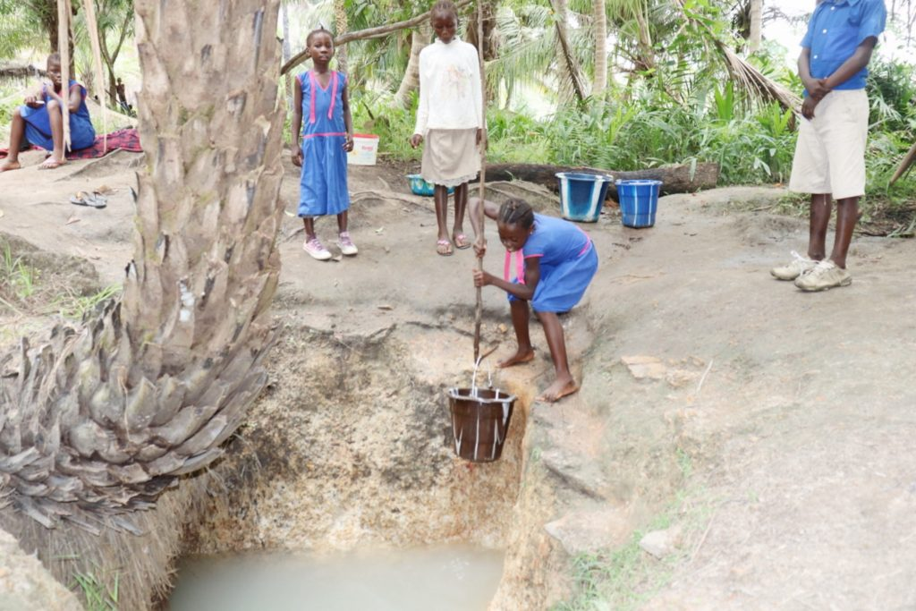 The Water Project : sierraleone21520-pupil-collecting-water