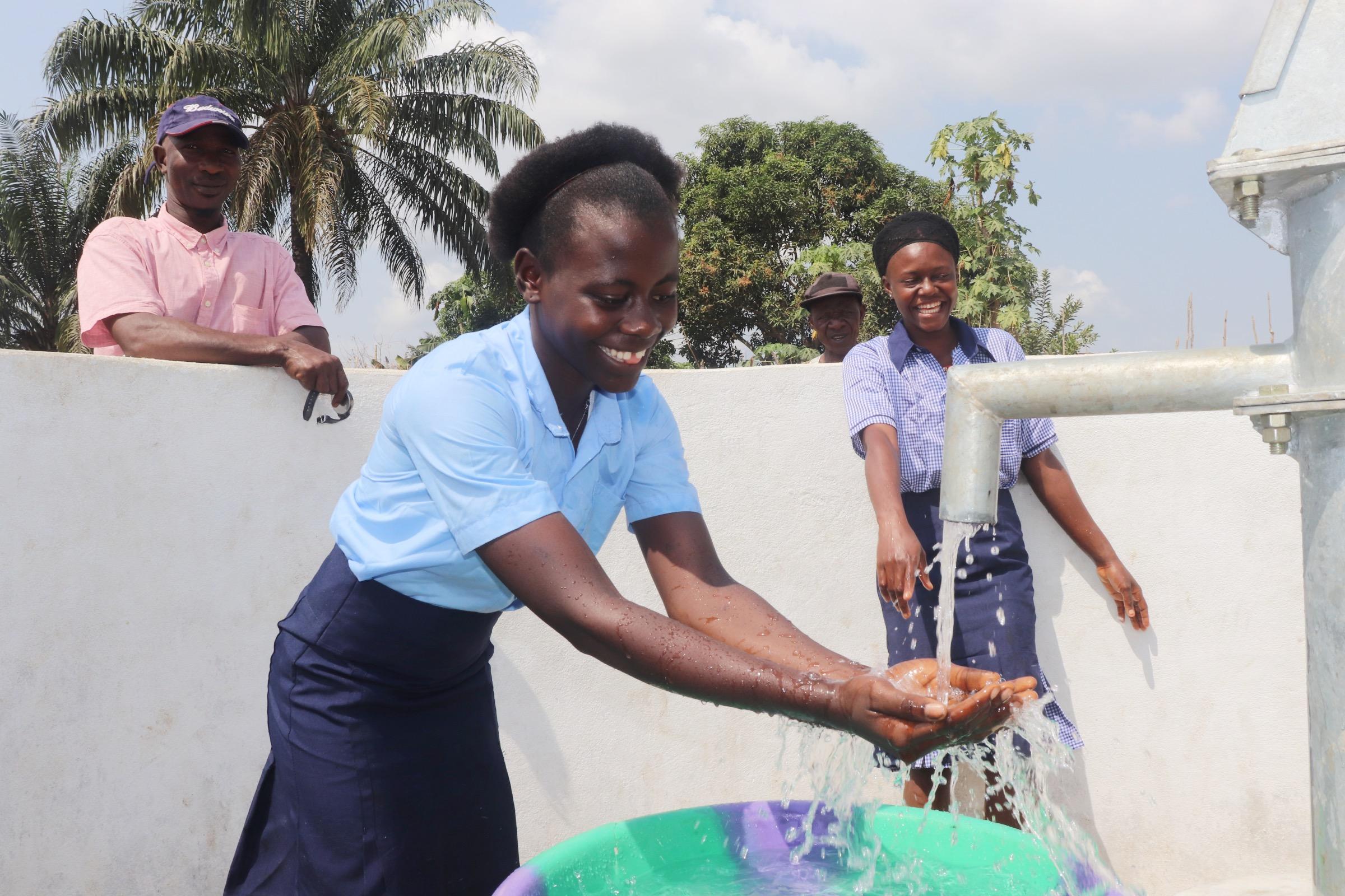 The Water Project : sierraleone20406-enjoying-clean-water