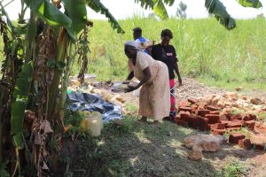 The Water Project:  Women Drop Off Lunch To The Work Team