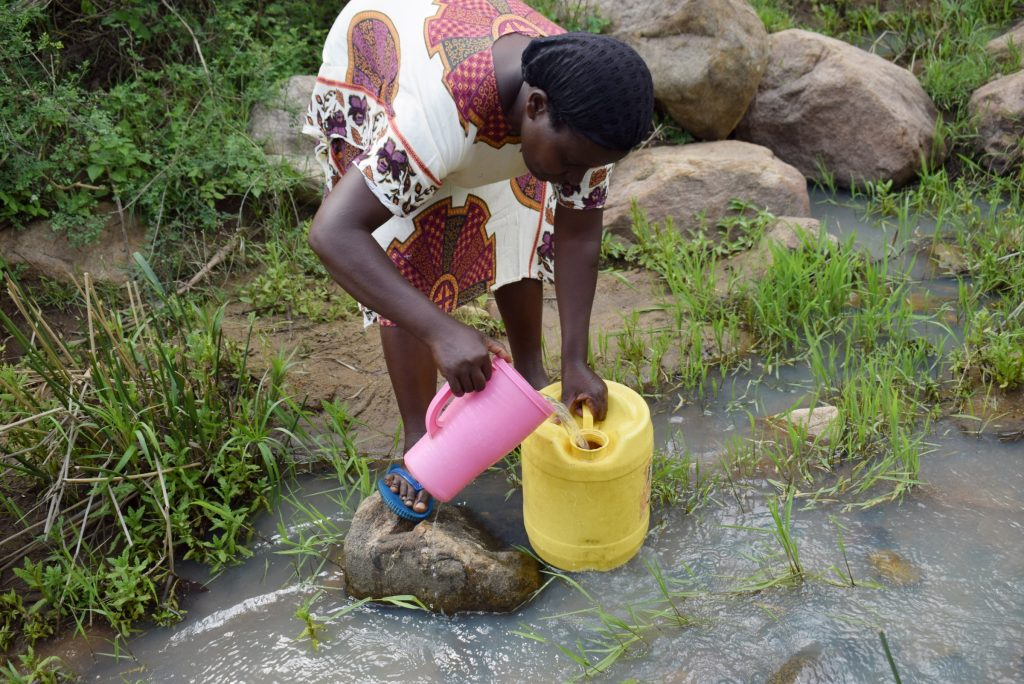 The Water Project : kenya21432-21433-collecting-water