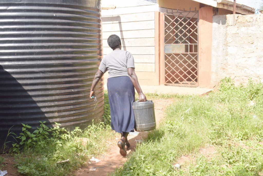 The Water Project : kenya21468-carrying-water