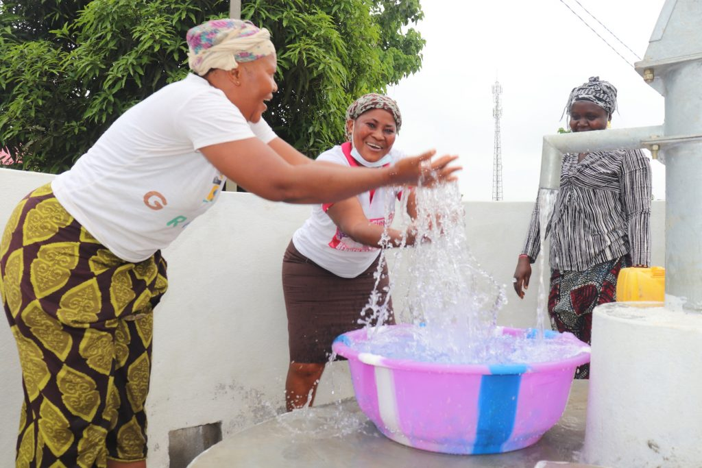 The Water Project : sierraleone20426-well-celebration-4