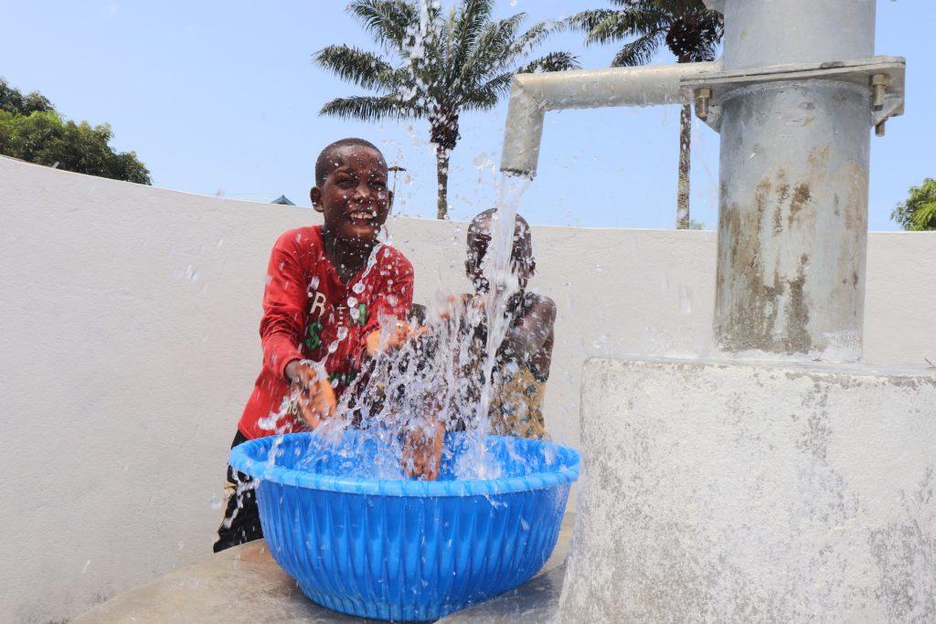 The Water Project : sierraleone20429-kids-celebrating-1
