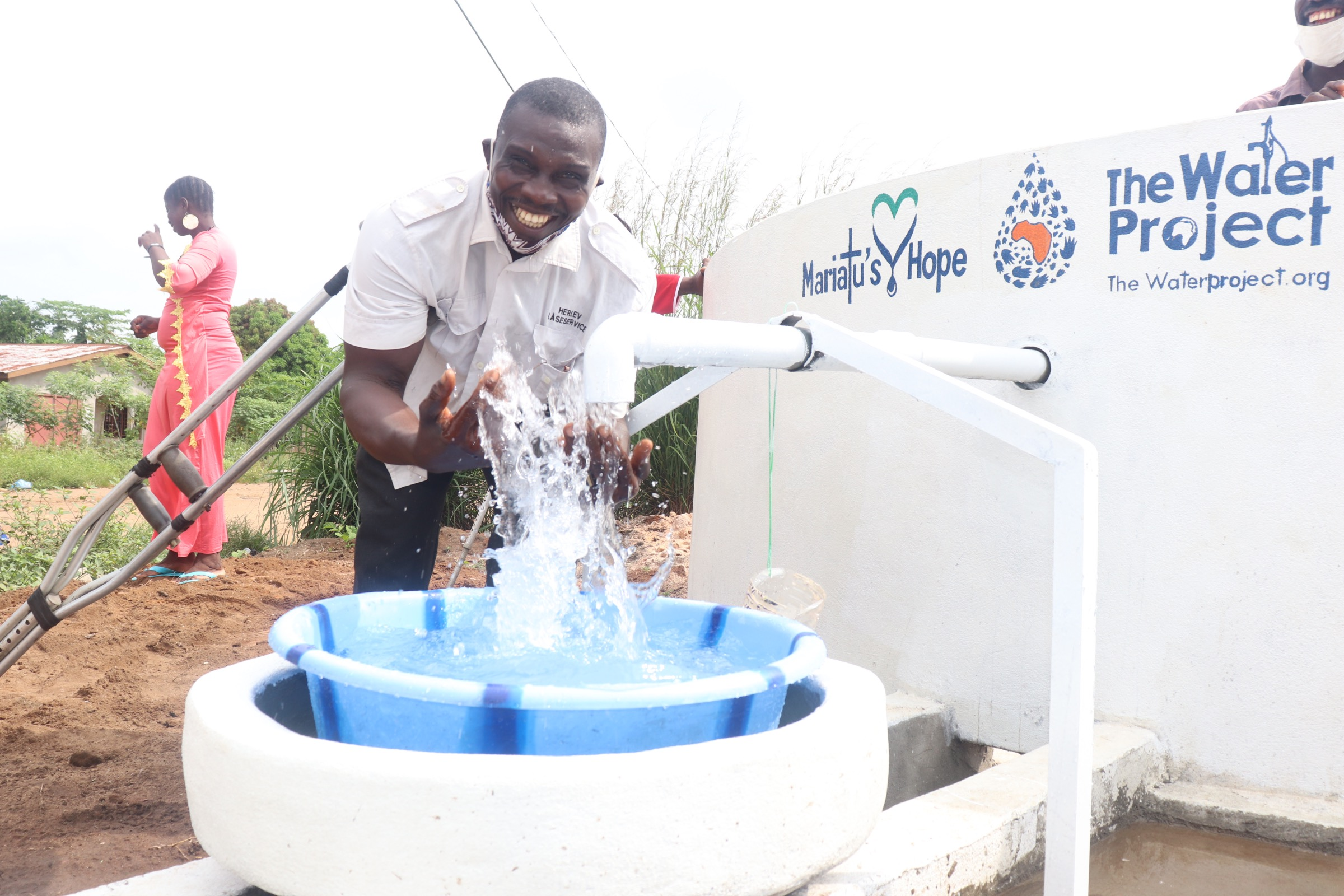 The Water Project : sierraleone20430-celebrating-at-the-well