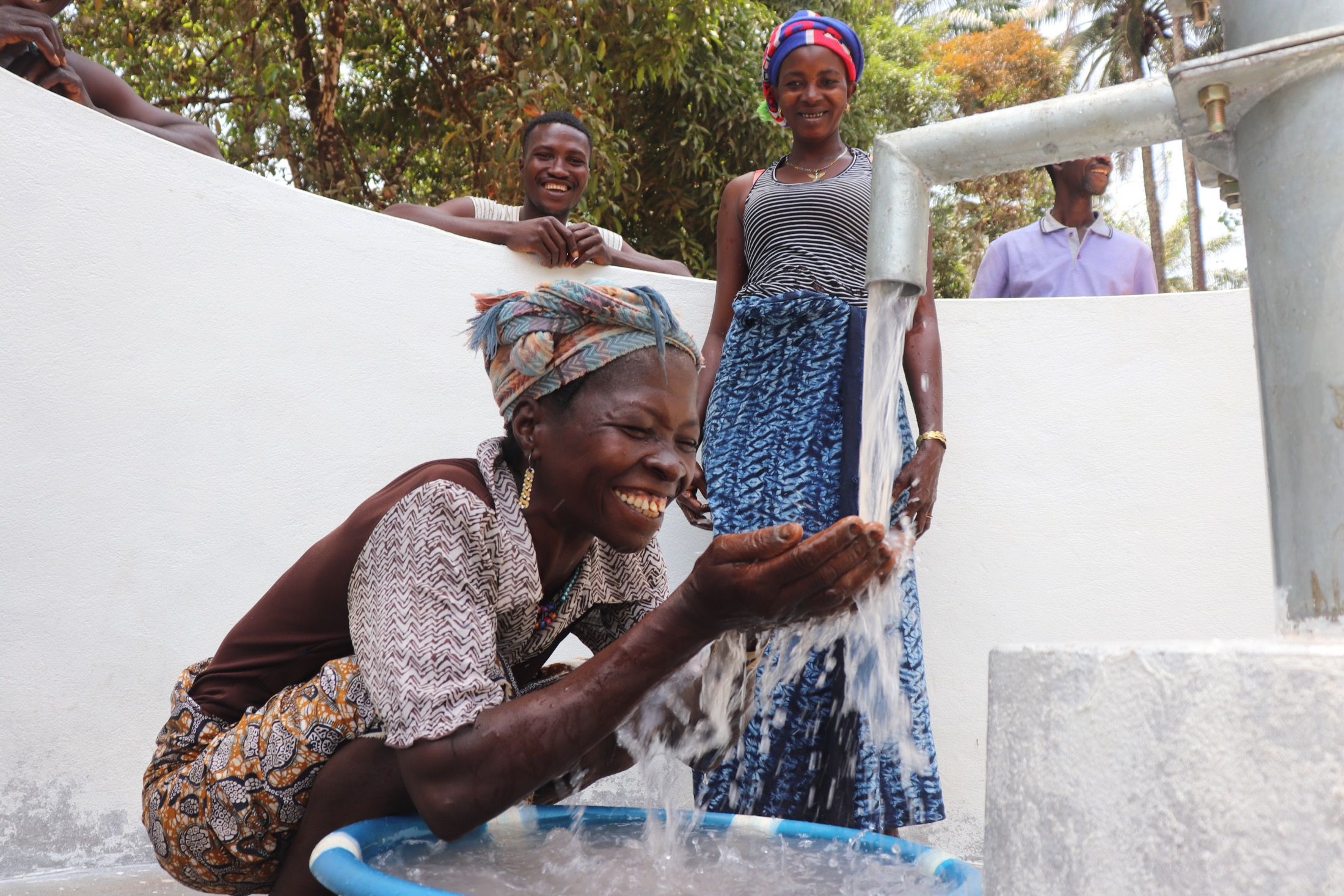 The Water Project : sierraleone21506-smiles-for-new-well