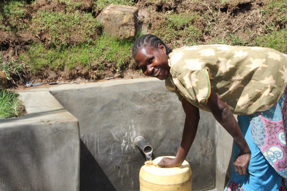 The Water Project : kenya21035-collecting-water-3