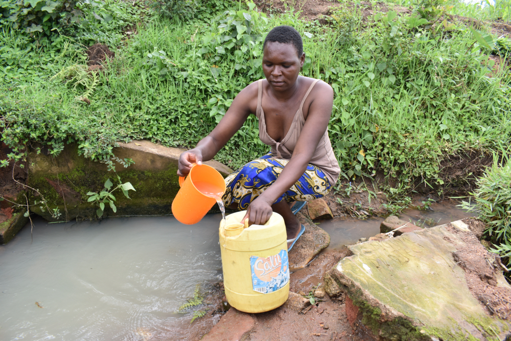 The Water Project : kenya21060-collecting-water-1