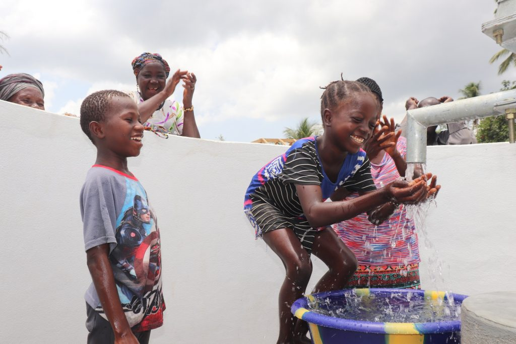The Water Project : sierraleone21508-kids-at-the-well