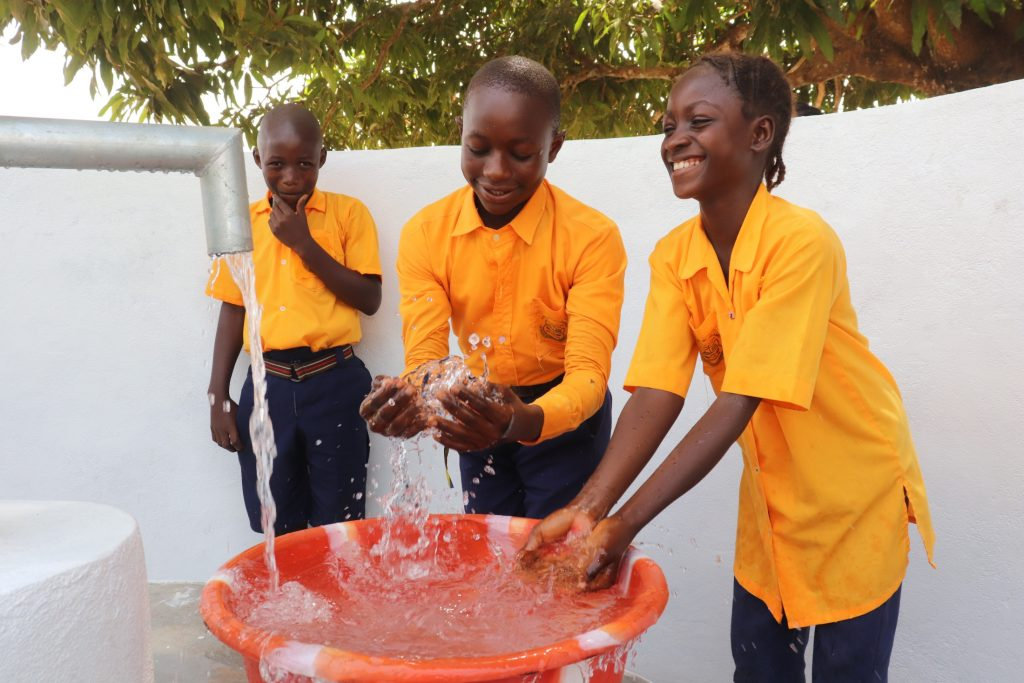 The Water Project : sierraleone21510-students-splashing-at-the-well