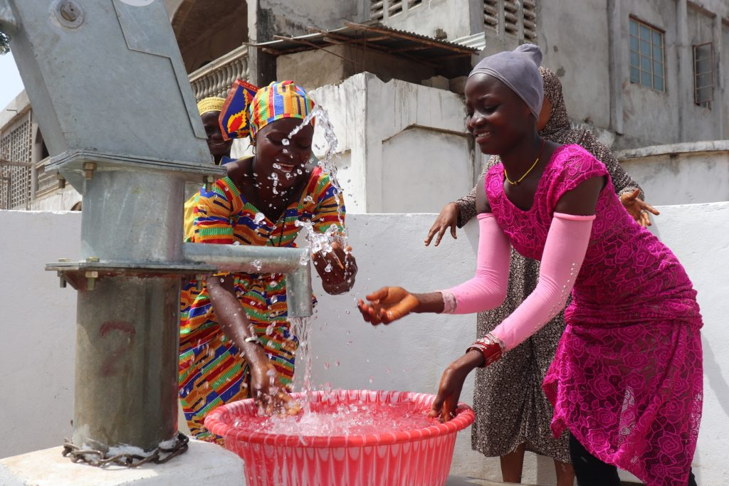 The Water Project : sierraleone21511-splashing-water-from-the-well