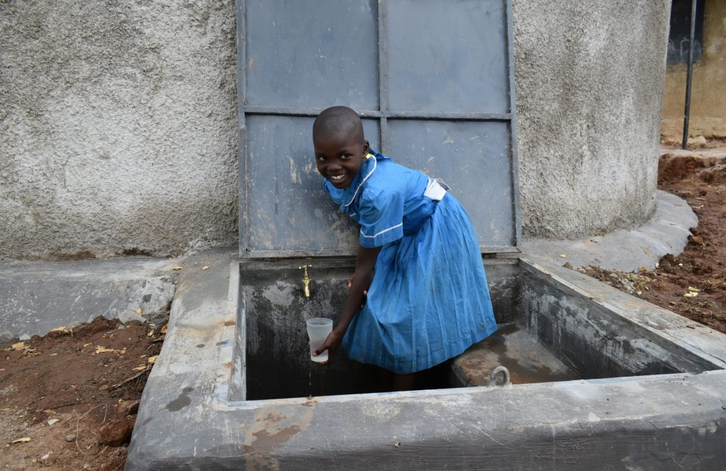 The Water Project : kenya21208-collecting-water-1
