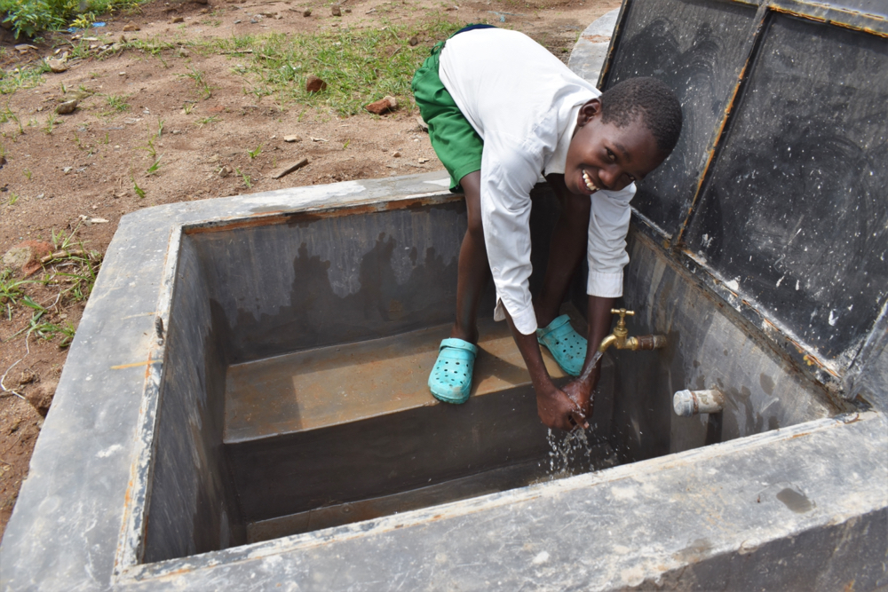 The Water Project : kenya21231-enjoying-water