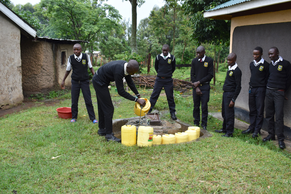 The Water Project : kenya21266-students-fetching-water