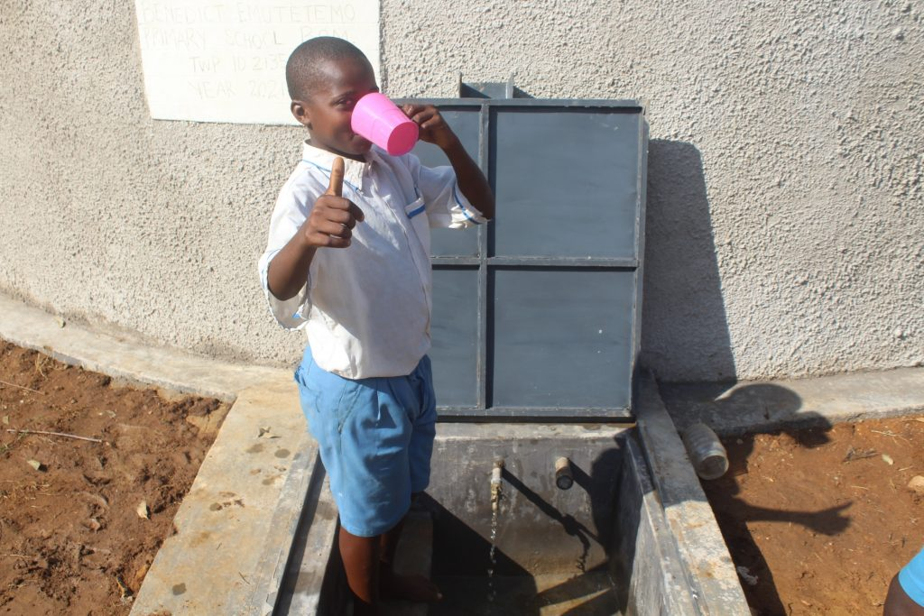 The Water Project : kenya21350-quenching-thirst